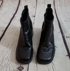 Clarks Chelsea Ankle Boot Sz 9M